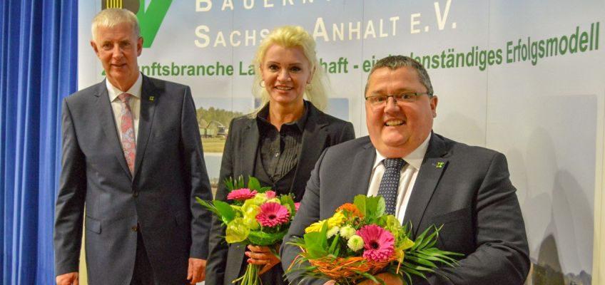 Neu in den Landesvorstand gewählt wurde Katrin Beberhold (Burgscheidungen). Zum Vizepräsidenten wurde das bisherige Vorstandsmitglied Sven Borchert (Groß Germersleben) gewählt. Olaf Feuerborn (li.) bestimmte ihn zu seinem Stellvertreter.