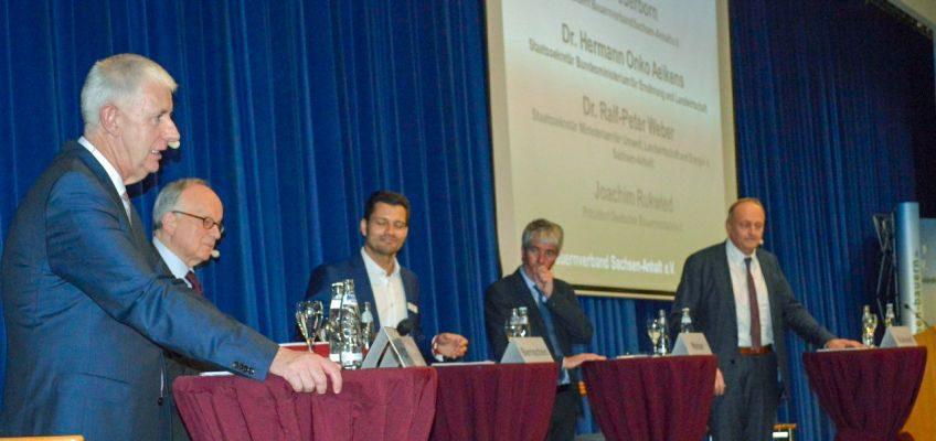 Die Podiumsdiskussion mit Olaf Feuerborn, Dr. Hermann Onko Aeikens, Stefan Bernschein, Dr. Ralf-Peter Weber und Joachim Rukwied.