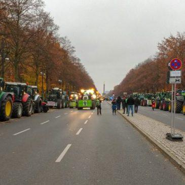 Traktoren-Sternfahrt nach Berlin