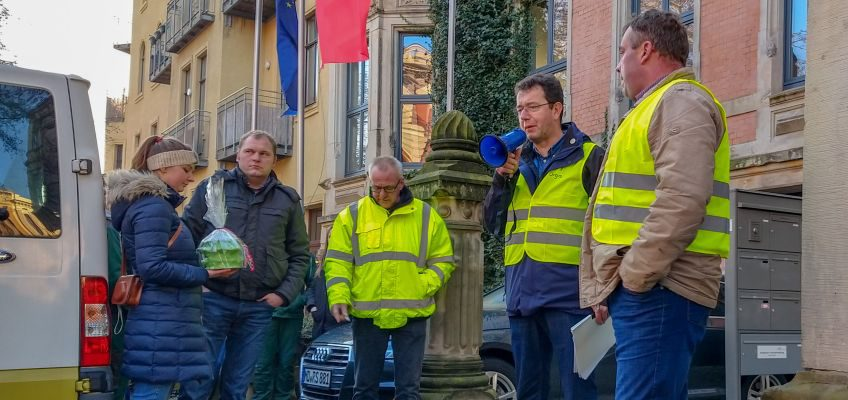 Christian Schmidt aus der Altmark vor der SPD-Zentrale in Magdeburg