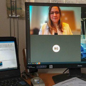 Landwirte schalten sich per Videokonferenz in Schulunterricht